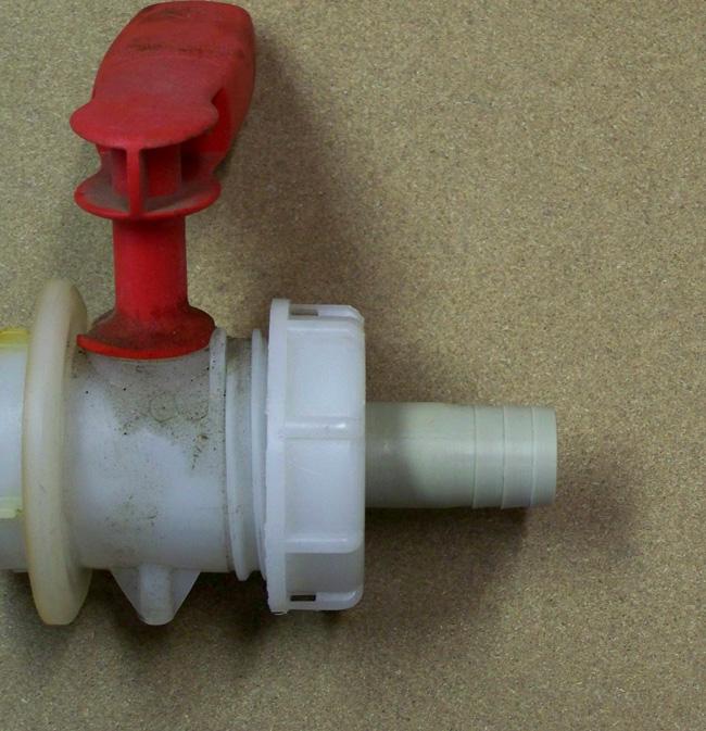 4f70ba7938f3 Műanyag csövek, IBC csatlakozók, csőrendszerek gyártása
